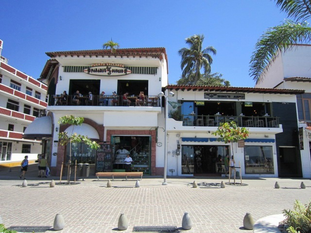 paradise burger and wing's army restaurants-bars on the vallarta Malecon