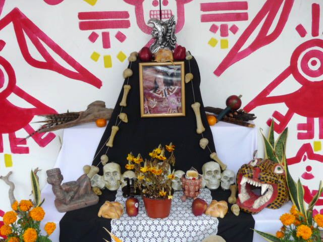 mexican celebrations and images on dia de los muertos
