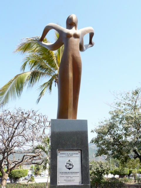 puerto vallarta sculpture by Adrian Reynoso