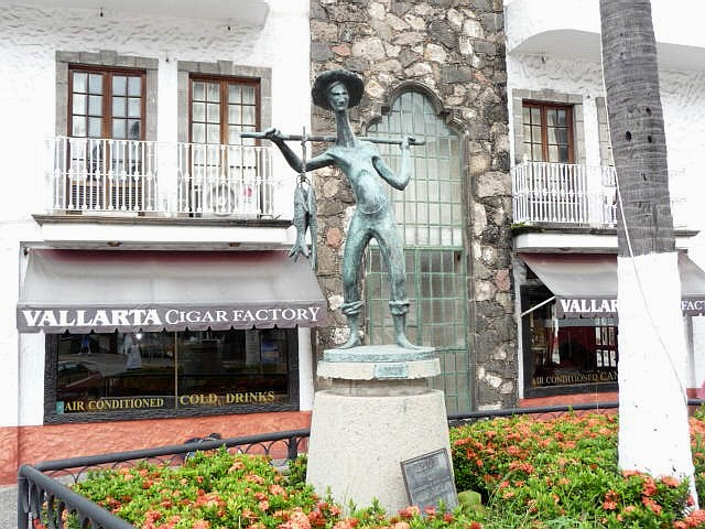 puerto vallarta statue the Fisherman by R. Barquet