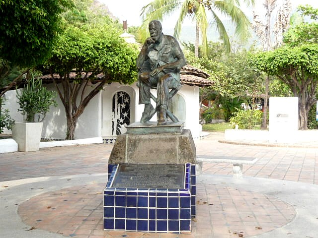 statue of john huston who lived in Vallarta for decades